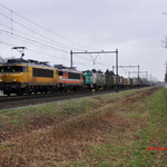 9 Februari 2015: Horst / 1835 BE met de Locon 9906 en 1796 (beide in opzending) met een vol beladen Bologna shuttle richting Kijfhoek.
