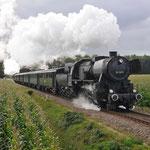 Beekbergen: 52 3879 met trein 26 van Loenen naar Beekbergen met achter op de 64 415.