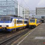 9 Augustus 2017: Den Haag Centraal / 2114,2956,2942 Als Sprinter naar Dordrecht , rechts staat de NS 186 118 Met een IC klaar voor vertrek naar Tilburg.