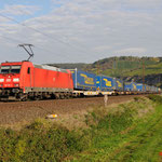 11 Oktober 2015: Himmelstadt / 185 361 DB met een LKW Walter trein richting Wurzburg.
