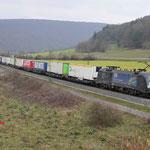 16 Maart 2016: Harrbach / ES 64 U2 - 067 TXL met een hupac trein richting Wurzburg.