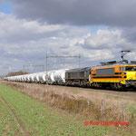 24 Maart 2014: Heeze / 4402 RRF en 653-05 met lege dolimetrein door Heeze richting Sittard.
