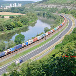 17 Juli 2014 : Himmelstadt / ES 64 U2 - 022 WLC Met containertrein richting Wurzburg.