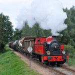 Beekbergen: 3 SGB Met een goederentrein (791) met achterop de 2530 en de 2459 onderweg van Apeldoorn VAM naar Beekbergen.