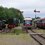 2 Juni 2015: Simpelveld /  Line up van Sik 248,Hippel 639,NS 20 en de Railbussen.