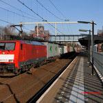 16 Februari 2016: Helmond brandevoort / 189 073 DBS Met een container-hupac trein richting Kijfhoek.