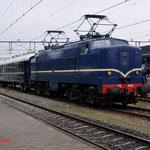 5 September 2014: Apeldoorn / NSM 1202 met 5 rijtuigen binnengekomen vanuit het spoorwegmuseum voor het VSM weekend terug naar toen.