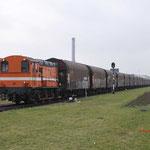 29 December 2017: Amsterdam / 683 RFO Met een belade nstaaltrein uit Beverwijk opweg naar de HCT. Achterop de trein hangt nog de RFO 1831 Hier heeft de trein bijna zijn eindbestemming bereikt