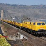 18 Maart 2016: Oberwessel / 218 304 Bahnbau Gruppe met spoorstaventrein richting Mainz