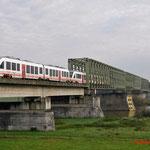 31 Oktober 2014: Cuijk / 237 Veolia samen met de 235 als spitstrein 32325 naar Venray.