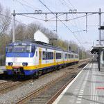 26 Maart 2016: Schiedam Nieuwland / 2964 Als sprinter onderweg vanuit Rotterdam naar Hoek van holland.