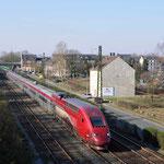 27 Februai 2016: Essen-Altenessen / 4343 Onderweg naar Wanne-Eickel. Trein THA 9401 vanuit Parijs naar Duisburg. Vanaf daar gaat de trein leeg door naar Wanne Eickel waarna de trein smiddags weer terug gaat.