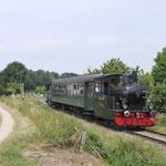 9 Juli 2017: Bocholtz / LTM26 met een rijtuig en achterop de Anna als trein 305 van Simpelveld naar Vetschau.