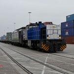 4 December 2014: Blerick/ V155 RTB samen met de 189 285 Met een lege containerset op de ECT terminal.