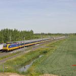 1 Juni 2017:  's-Gravendeel / 186 011 Met een IC direct van Amsterdam naar Breda met achterop een onbekende 186.