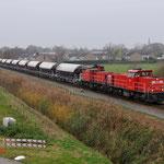 4 December 2014: Tegelen / 6417 DBS samen met de 6412 DBS met een Kalktrein naar Venlo omdaar verder tegaan met een DBS lok naar Oberhausen.