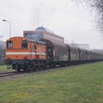 29 December 2017: Amsterdam / 683 RFO Met een beladen staaltrein uit Beverwijk opweg naar de HCT. Achterop de trein hangt nog de RFO 1831 Hier heeft de trein bijna zijn eindbestemming bereikt