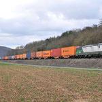 15 Maart 2016: Karlstadt / 193 224 WLC Met een containertrein richting Wurzburg.