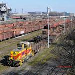 12 Maart 2015: Duisburg / 858 TSKE met schrootwagens bij  HKM