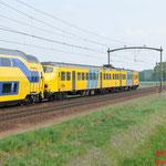24 April 2014: Mierlo / NSR 8645 met de defecte 453 op sleep naar Eindhoven.