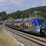 26 Juli 2016: St-Cyr-les-Lecques la Cadiere / 076 Als trein TER81631 van Marseille naar Hyeres.