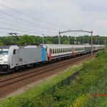 22 Mei 2015: Tilburg Reeshof / 186 181 NMBS met Railpromo chartertrein (13902) vanuit Oldenzaal naar Antwerpen