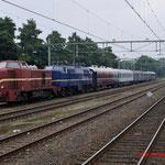 5 September 2014: Apeldoorn / VSM 2530,NSM 1202 staan met 5 rijtuigen klaar voor vertrek naar Beekbergen.