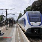 14 Mei 2016: Oisterwijk / 2407 Staat als sprinter vanuit Oisterwijk op spoor 3 klaar richting Eindhoven.