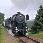 12 Juli 2014: Eys / VSM 52 3879 Met een fotogoederen trein met een schijndoorkomst richting Simpelveld