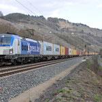 16 Maart 2016: Karlstadt / 193 881 Boxexpress met een containertrein richting Gemunden am main.