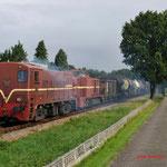 Lieren: 2299,2530 Met goederentrein 781 en achterop de 52 8053 onderweg van de Apeldoorn Vam naar Beekbergen.