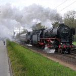 17 April 2015: Eindhoven / 01 1075,65 018 Met 1 Mitrop rijtuig onderweg naar Venlo.