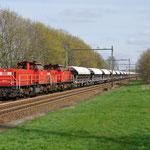 13 April 2015: Echt / 6411,6418 Met een lege kalk trein onderweg naar Sittard.