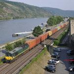 21 Juni 2017: Oberwesel / PB14 crossrail met een Containertrein richting Koblenz