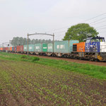 4 Mei 2012: Helmond brandevoort/ 1798 HTRS met Goed beladen containertrein opweg richting Blerick.