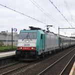17 Augustus 2017: Helmond Brouwhuis / 186 231 NMBS Met het leeg materieel van de Sziget Express onderweg naar Venlo.