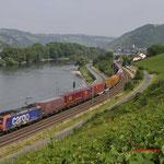22 Juni 2017: Lorch / 482 027 SBB Met een containertrein richting Mainz.