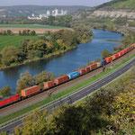 12 Oktober 2015: Himmelstadt / 185 319 DB Met een containertrein  richting Wurzburg.