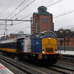 12 December 2014: Den Bosch / 203-4 VR met een ICR Rijtuig uit maastricht onderweg naar de Amsterdam Zaanstraat.