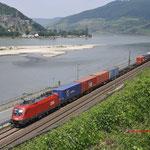 22 Juni 2017: Assmannshausen / 1116 056 Met een containertrein richting Mainz
