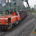 Bottrop Welheim: 0275 802-3 RBH Met een kolentrein.