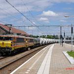 25 Juni 2014: Roermond / 4402,4401.PB06 met de lege dolime trein (49667) richting Sittard.