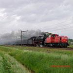 11 Mei 2014: Mierlo / 6469 DBS met de defecte 01 1075 van de SSN met Eifelland-Express richting Rotterdam