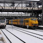 24 Januari 2015: Heerlen / 454 NSR staat klaar voor vertrek richting Sittard, met links de Veolia 504 naar Maastricht Randwijck