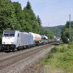 21 Juni 2017: Oberwinter / 186 291 Lineas onderweg met een Unit cargo richting Koblenz