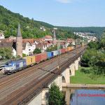 17 Juli 2014 : Gemunden am Main / 193 840 BoxXpress met containertrein richting Fulda.