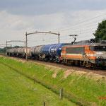 27 Juni 2014: Hulten / 9902 Locon met een kort sleepje ketelwagens naar Venlo