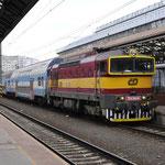 4 Juni 2016: Praag / 754 044 Met een ledig materieel trein.