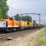 27 Juni 2014: Hulten / 220 Locon met speno trein met in het midden Shunter 203 101  richting Breda