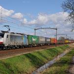 4 April 2015: Oisterwijk / 186 105 BLS met een Melzo shuttle naar de Waalhaven zuid.